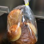 MAHL ZEIT - 「前日品」!数個のパンが入り税込540円。