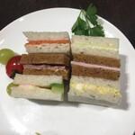 フォートナム・アンド・メイソン・ティーショップ - 6種類のフィンガーサンドイッチ