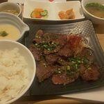 牛タン 夏火鉢 - 牛たん麦飯とろろ定食