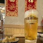 高橋と餃子 - 生ビール 500円です