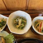 旬野菜とごはん ふくや - 小鉢も3品付いてきます。