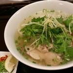 ニャーベトナム - 蒸し鶏と野菜のフォー(683円)