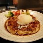 美味しんぼ - 地鶏つくねの温玉のせ(¥700)