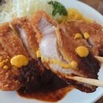 洋食 大かわ - ロースカツ