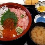 横濱屋本舗食堂 - しあわせ丼(大盛り)