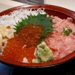 横濱屋本舗食堂 - ネタは シラス干し、ネギトロ、イクラ