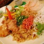 ヌードル・チャフェ・バー - タイ風そばめし 鳥の唐揚げスイートチリソース