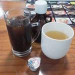 ジョリヤ - 食後のアイス珈琲ととうもろこし茶。