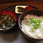 SUNZOK - 生しらす丼690円