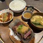 肉牧場 コマツバラファーム - ステーキ&豚の角煮ランチセット