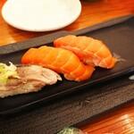 四季 花まる - サーモン(¥286)と〆さば。 この他に注文したメニューは忘れました。
