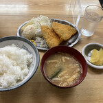丸大ホール - アジフライ定食