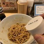 銀座 篝 - 玄米酢を投入