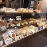 小麦と酵母 濱田家 - 店内