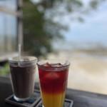 浜辺の茶屋 - アイスココア、パッションフルーツとハイビスカスのセパレートティ(南国感すごぃ)