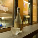さけやしろ - 灘五郷の日本酒をどこよりも豊富に取り揃えています。店主が選ぶお酒がずらり(ワイン・焼酎・他あり)