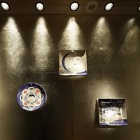 銀座 ふく太郎 - 地下の階段のディスプレイは、陶器の飾りでお出迎え。