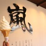 リキシャカフェ - 店内に嵐山の'嵐'あります