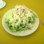 イルミオ - 前菜のサラダ大盛り