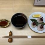 天ぷら はせ川 - 帆立のお造りからスタート(*´˘`*)美味しいね♡