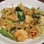 源烹輪 麺篠居士 - 海鮮三種(海老・帆立・イカ)と中国野菜の醤油焼きそば