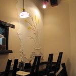 源烹輪 麺篠居士 - 壁に洒落た模様が・・