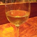 mori - グラス白ワイン(\800)