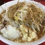豚ラーメン - 料理写真:ラーメン780円、ニンニクタマネギ魚粉(2021.6.18)