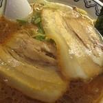 東京豚骨拉麺ばんから - 薄いけど大きいチャーシュー2枚