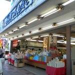 一福堂 - 中央の店舗外観