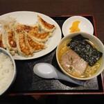 154828935 - Bセット 餃子8個+半味噌ラーメン