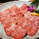 Kurogewagyuusemmontenyakinikugounoya - 黒毛和牛上ロース〈たれ〉…1590円(税抜き)