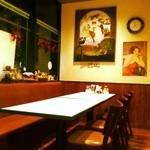 トレド - 落ち着けるテーブル席