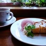 コクトー - ホワイトチョコのブラウニーとコーヒー