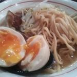 G麺 ふじもり  御殿場駅前店 - 味玉は半熟で麺は極太ストレート