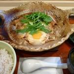 大戸屋 - 料理写真:四元豚のロースかつ玉子とじ土鍋定食(2012/10/24撮影)