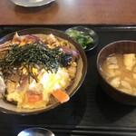 154852131 - 親子丼、味噌汁、お漬け物