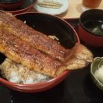 一色産地焼き鰻 福乃城 - パッカ~ん、立派な鰻君が♪
