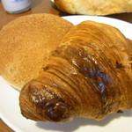 銀亭 - クロワッサンとカレーパン