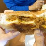 銀亭 - カレーパン 断面ん図