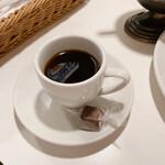 154881050 - 食後のコーヒーとチョコレート