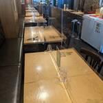 ElTragón - コロナ対策として各テーブルにアクリル板を設置