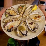 イザカヤキツネ - 生牡蠣盛り合わせ 8個(2,200円)