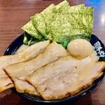 革麺家 - 料理写真:[革麺MAX(塩)]  チャーシューでほうれん草が隠れて見えない