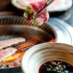 ごえ門 - 【神戸牛ねぎカルビ】オリジナルのねぎ(玉ねぎ、長ねぎ、白ねぎ)と相性抜群のカルビです。