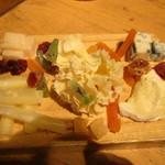 15490767 - チーズ盛り合わせ@1480円