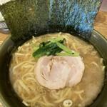 家系ラーメン 幸家 - 料理写真:並・味濃い目700円
