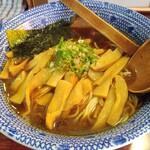 らうめん 麺坊 - 料理写真:正油ラーメン 570円 大盛 0円 メンマ 100円