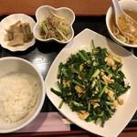 燕京飯店 - ニラ玉炒め定食@900円