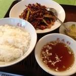 四川料理 萬来軒 - 牛肉とセロリの辛み炒め